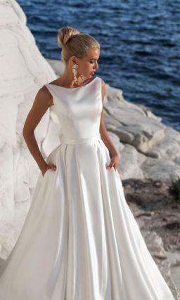 Атласное платье с бантом