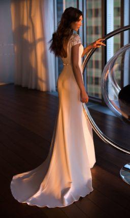Платье с закрытым верхом