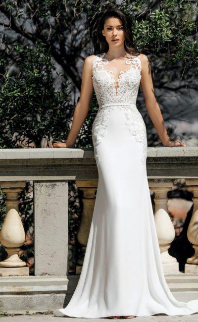 Свадебное платье «рыбка» со стильным шлейфом и открытой спинкой.