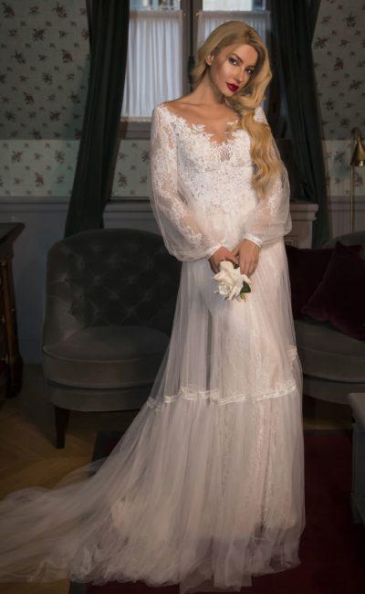 Свадебное платье с длинным рукавом и двойной юбкой.