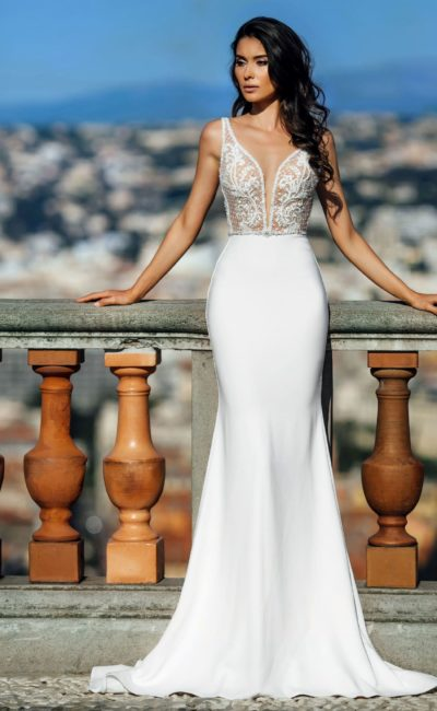 платье «русалка» с глубоким вырезом