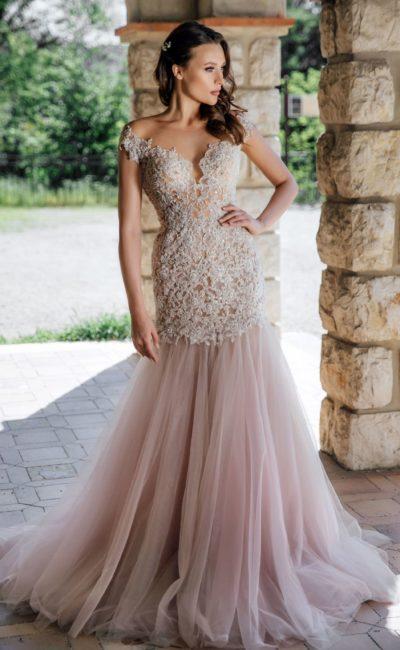 Расшитое свадебное платье