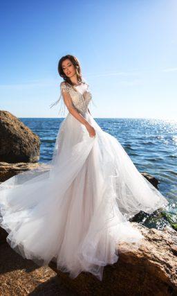 Ослепительное свадебное платье с роскошным корсетом