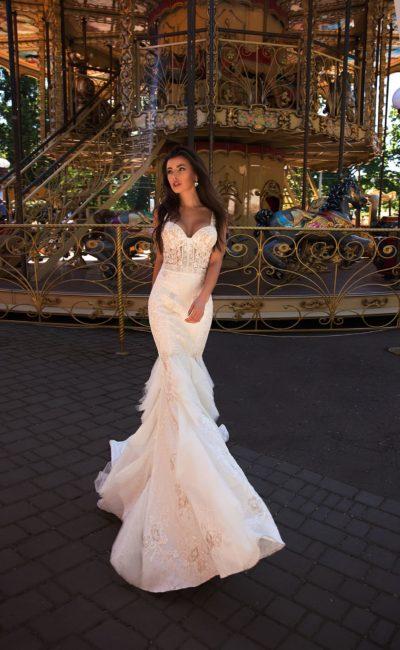 Стильное свадебное платье сливочного оттенка