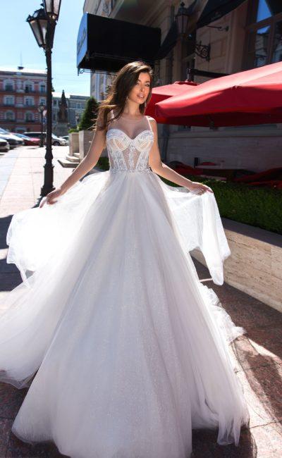свадебное платье  с пышным лаконичным низом