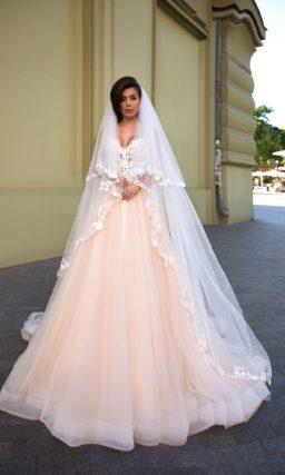свадебное платье без рукавов с приталенным силуэтом