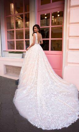 Розовое шикарное свадебное платье