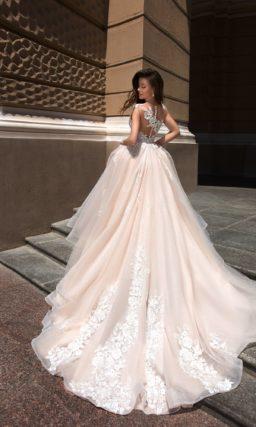 Торжественное свадебное платье для пышной церемонии