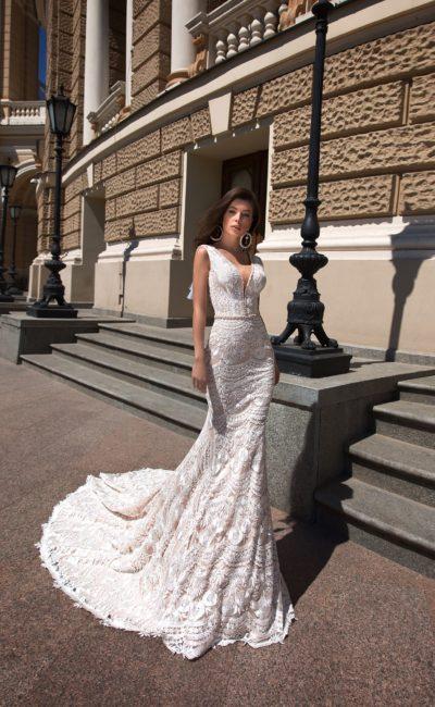 Ажурное свадебное платье без рукавов