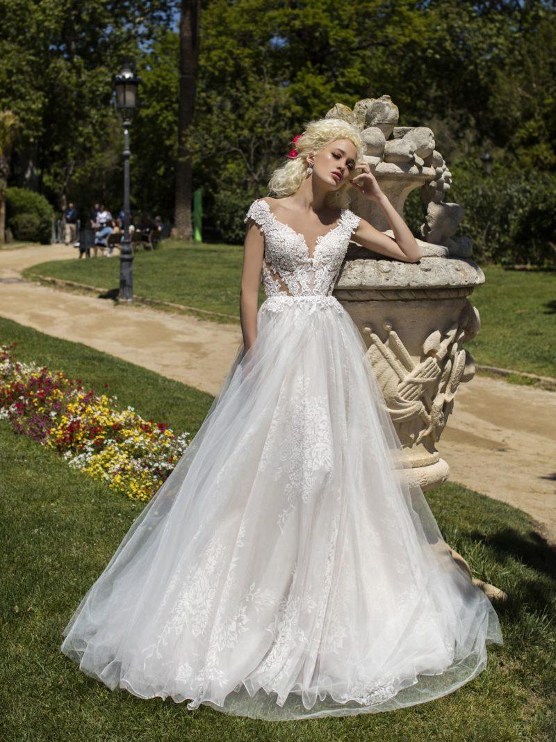 Белое свадебное платье классического силуэта