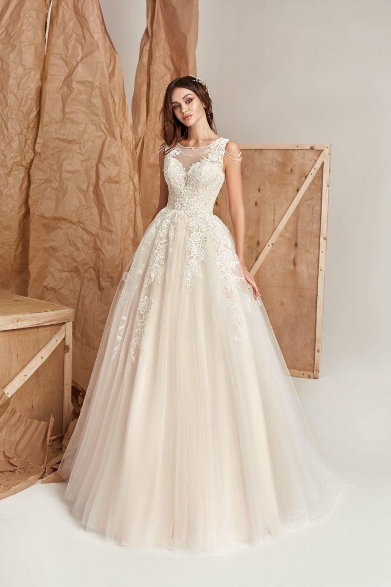 Нежное и изящное платье силуэта «принцесса»