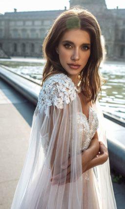 Пудровое свадебное платье с воздушной юбкой