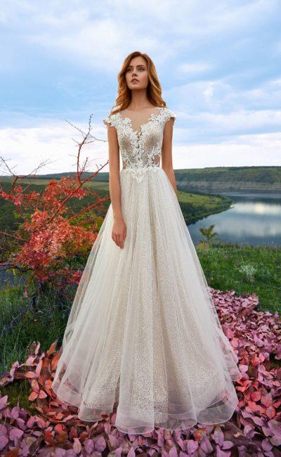 Чарующее свадебное платье со стильным А-силуэтом