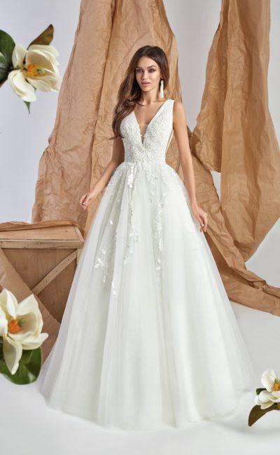 платье с лаконичным декором