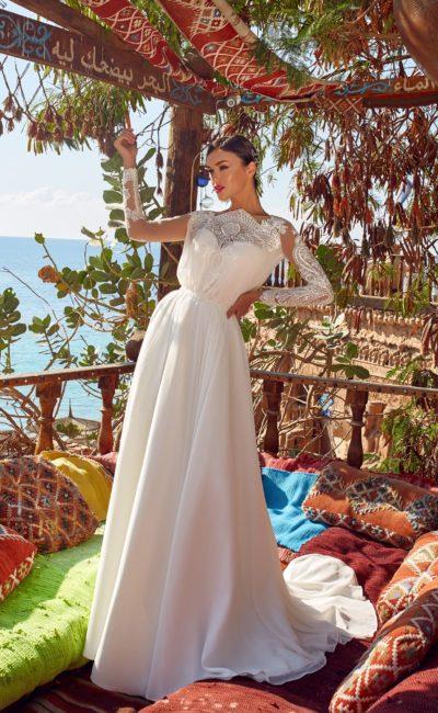 Платье с красивым кружевным рукавом