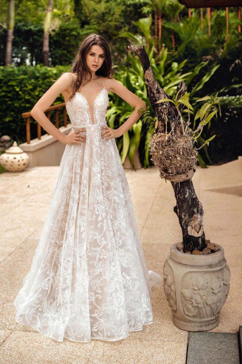 Открытое летнее свадебное платье в стиле nude