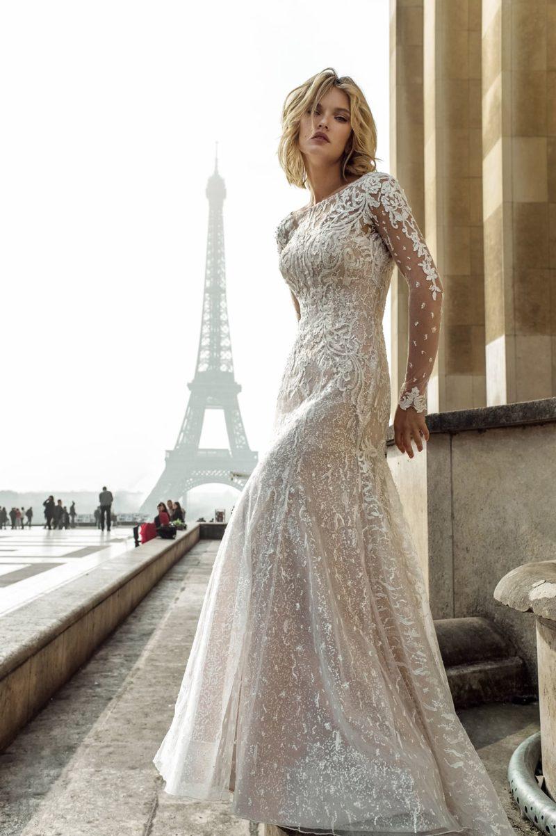 Свадебное платье облегающего силуэта с юбкой годе