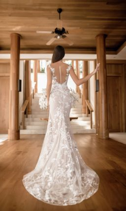 Пудровое платье силуэта «русалка»