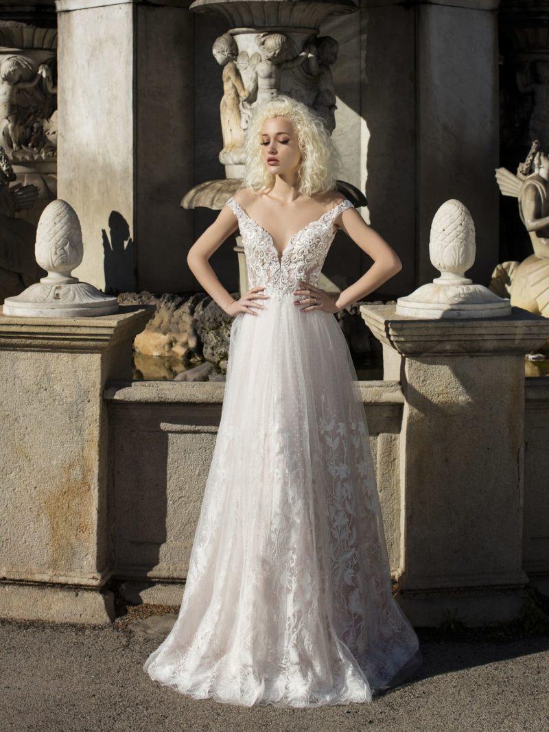 Классическое свадебное платье с женственным силуэтом