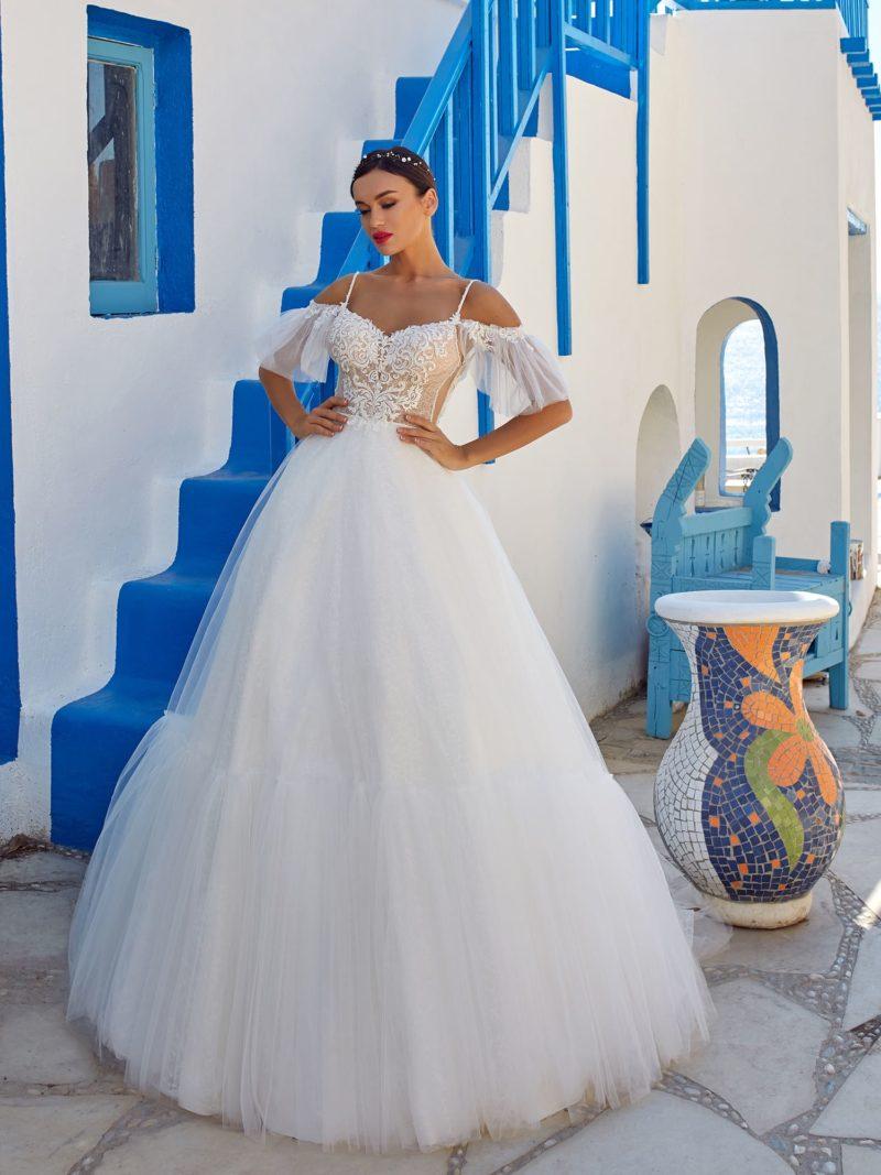 Открытое воздушное платье А-силуэта с пышной юбкой
