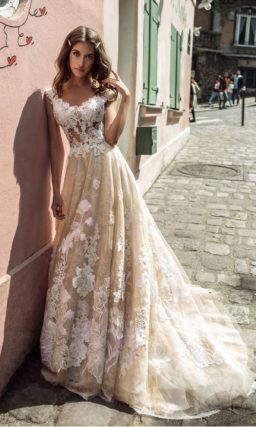 Пышное свадебное платье цвета капучино