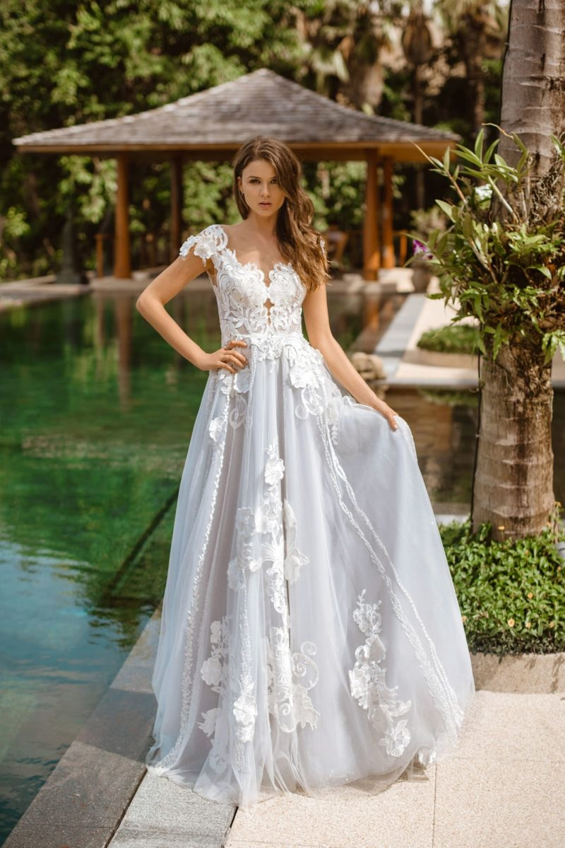 Пышное свадебное платье нежного голубого оттенка