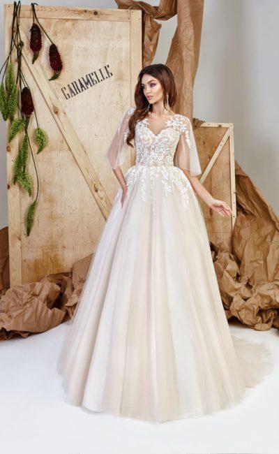 Роскошное пышное платье оттенка крем-брюле