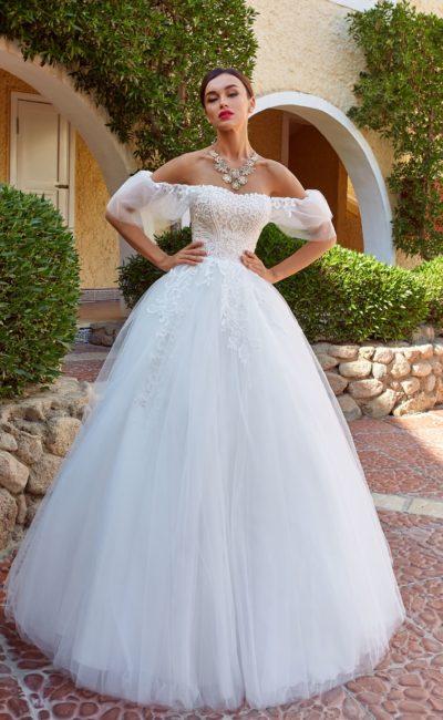Пышное платье с необычным рукавом