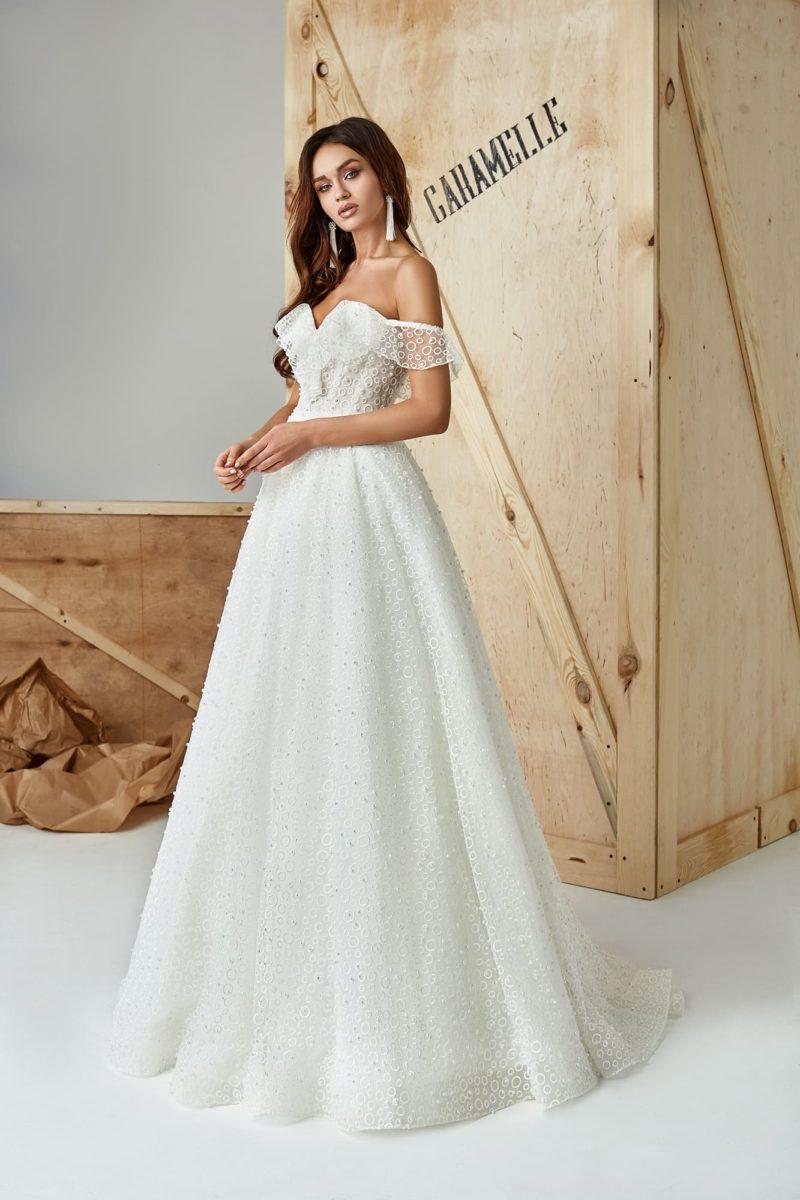 Романтичное платье А-силуэта с открытым верхом