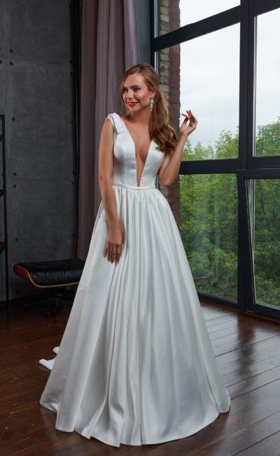 Свадебное платье бального силуэта со шлейфом