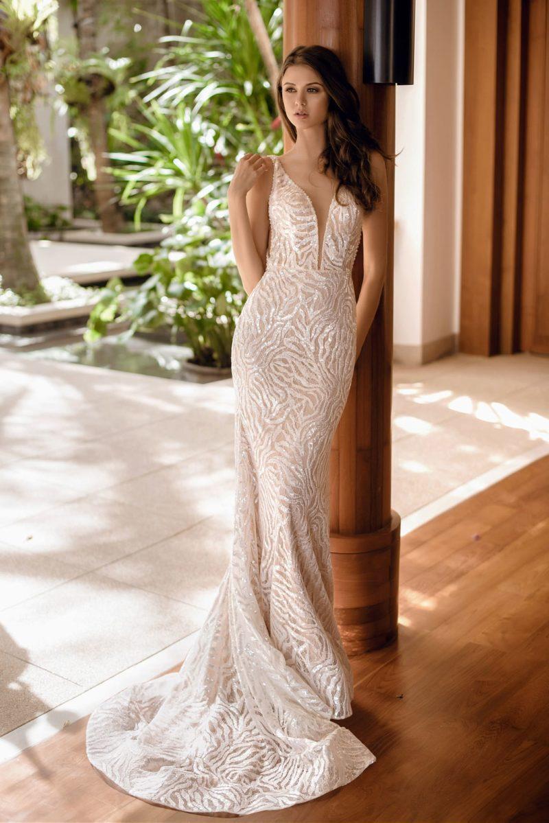свадебное платье силуэта «русалка» с открытой спиной