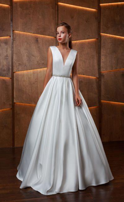 Свадебное платье бального силуэта в пол