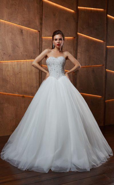 Элегантное свадебное платье в бальном стиле