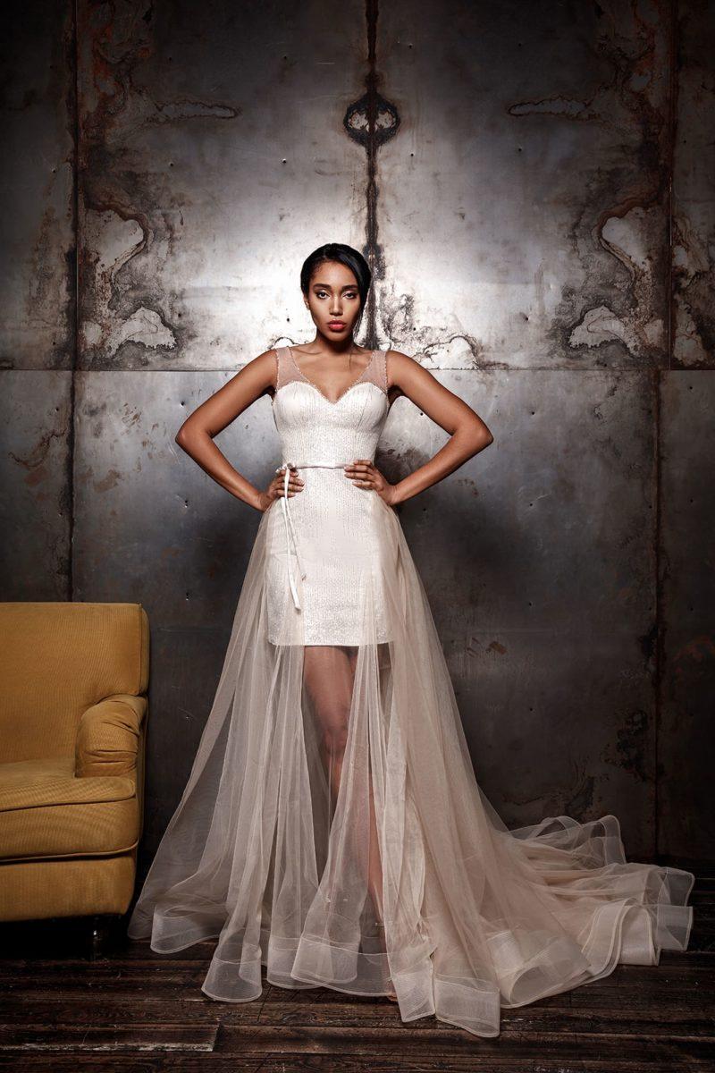 Короткое платье-футляр цвета айвори