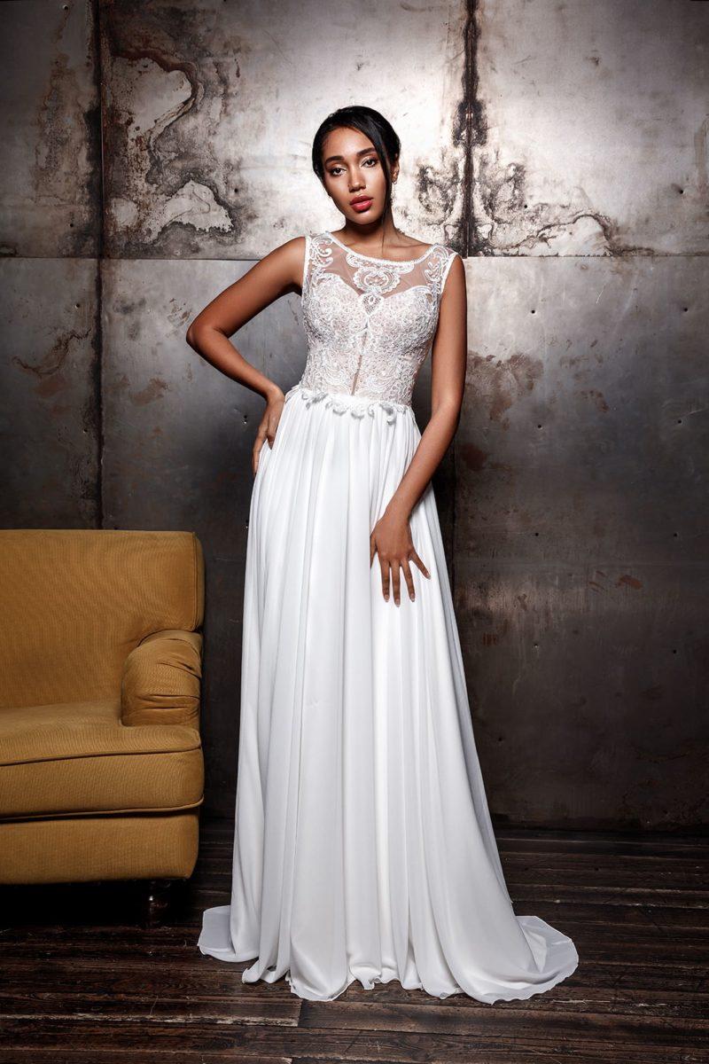 Свадебное платье приталенного кроя с небольшим шлейфом