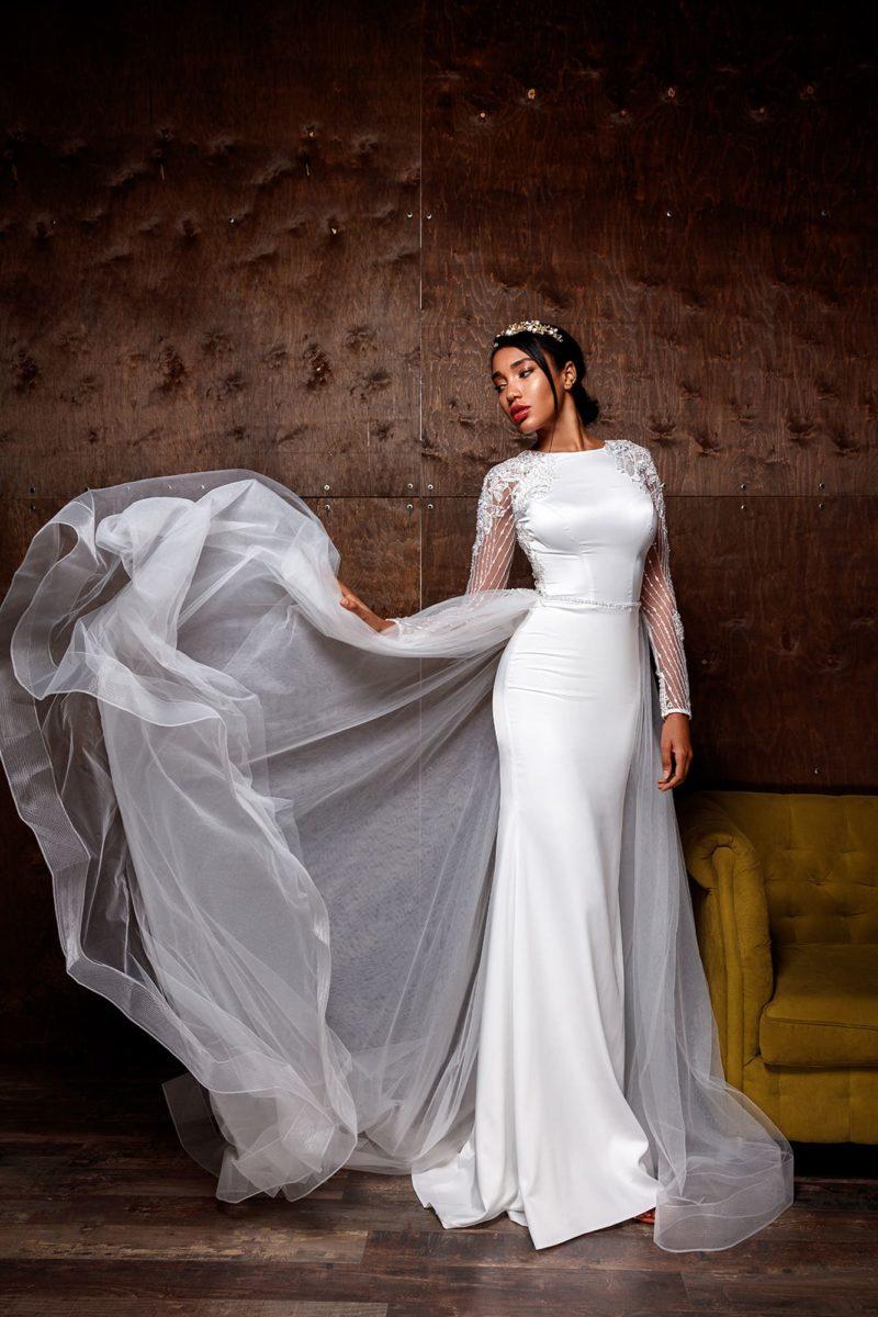 свадебное платье «русалка» со сдержанным декором
