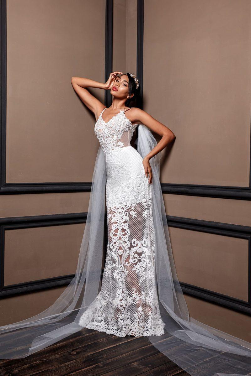 Изысканное ажурное свадебное платье прямого кроя