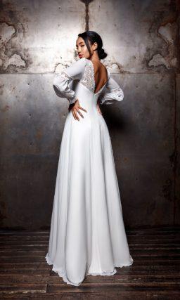 Платье с длинными пышными рукавами