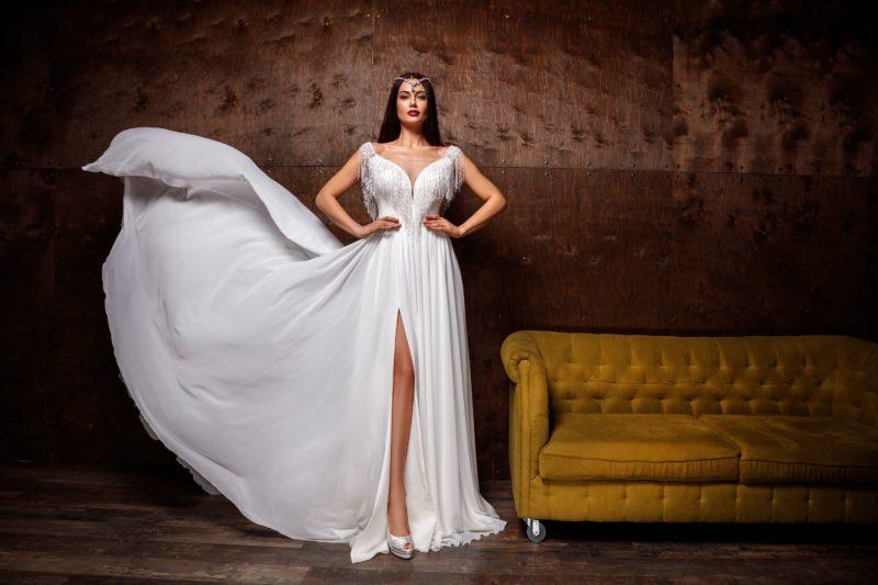свадебное платье с стильным декором
