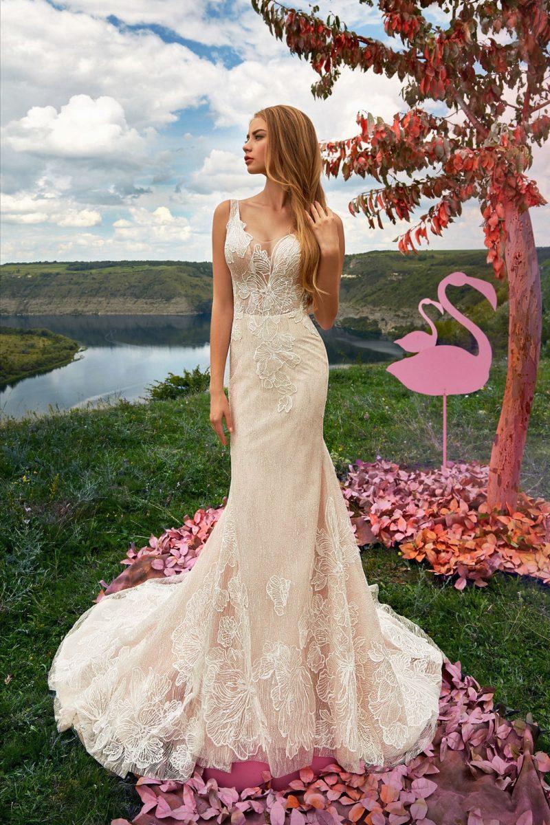 Пудровое свадебное платье силуэта «рыбка»
