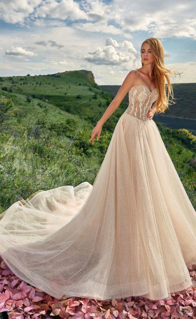 Свадебное платье с нежным оттенком