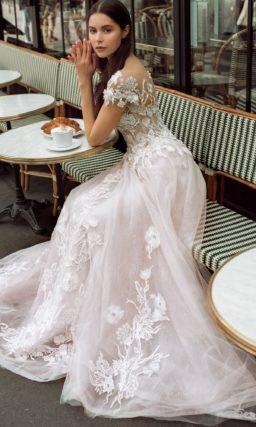 платье в нежно-розовом оттенке