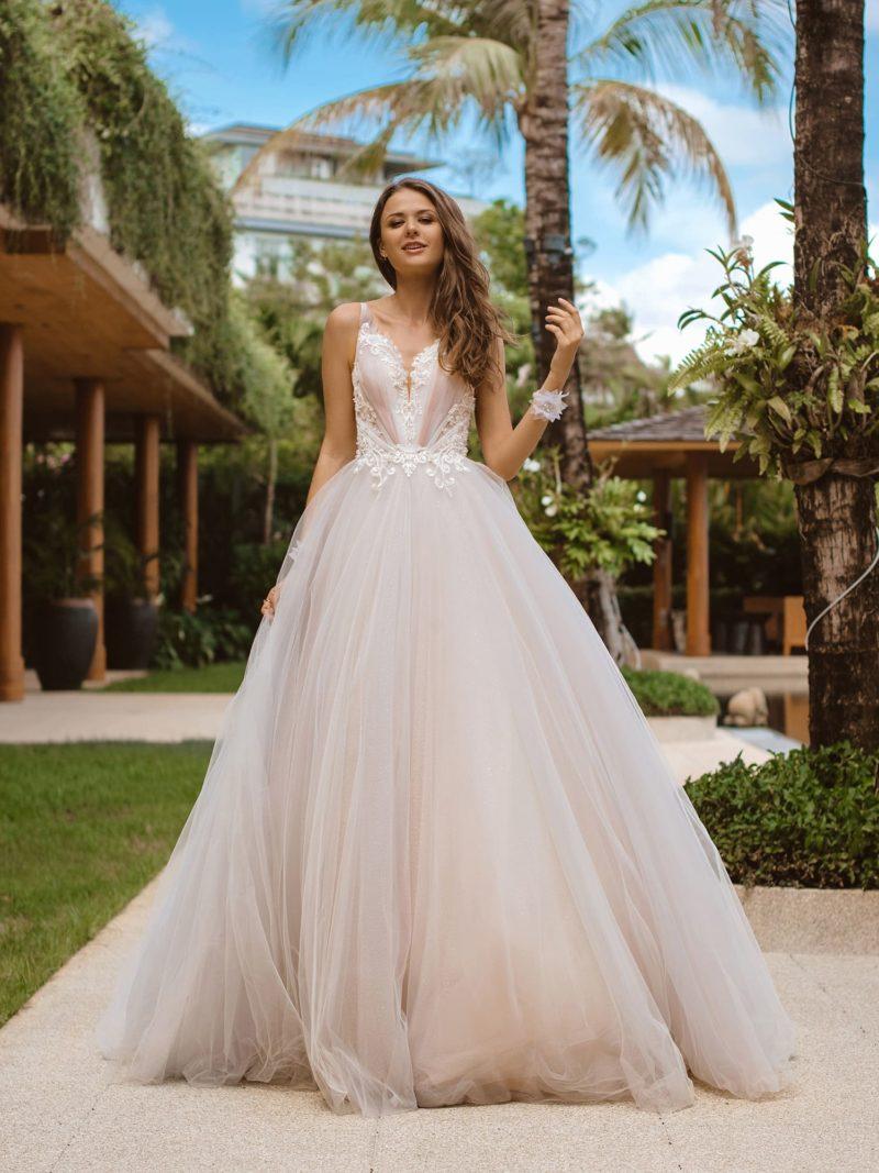 Пышное бальное свадебное платье пудрового оттенка