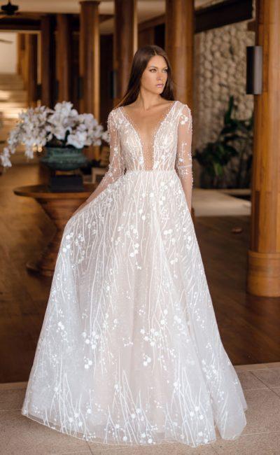 Приталенное платье с открытым верхом