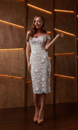 Ажурное свадебное миди платье с силуэтом футляр