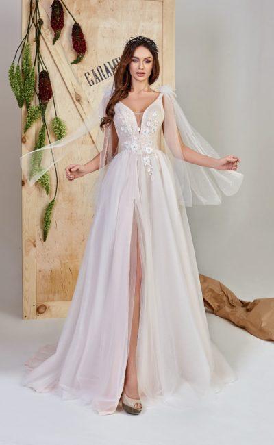 Платье А-силуэта с  декоративными деталями
