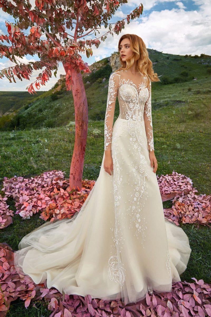 Великолепное свадебное платье с прямым силуэтом