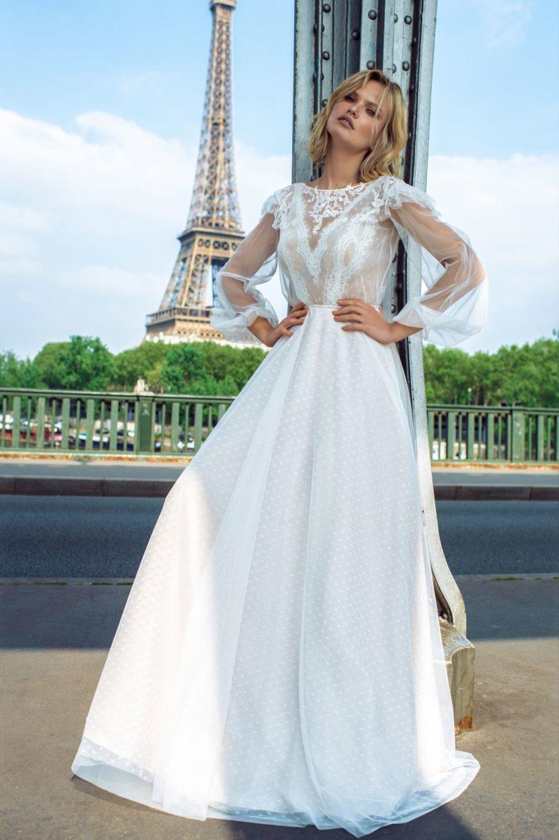 Свадебное платье с закрытым верхом и приталенным силуэтом
