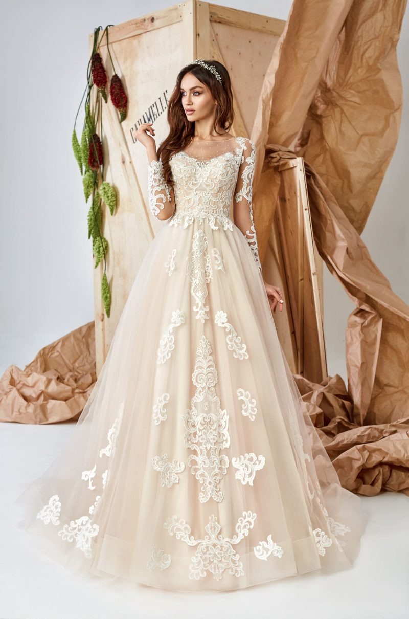 роскошное платье А-силуэта в нежном кремовом оттенке