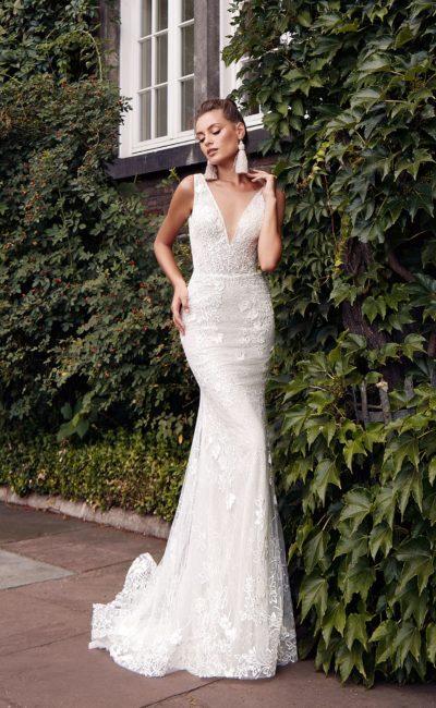 Облегающее платье «русалка» с небольшим шлейфом